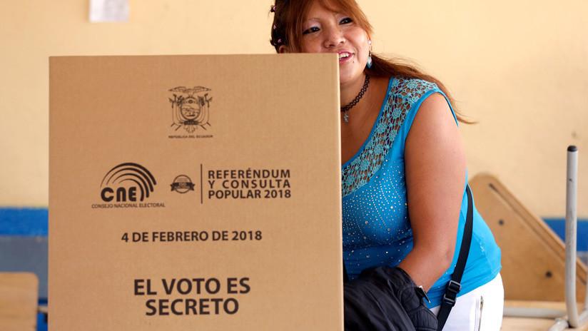 Los ecuatorianos acuden a las urnas: ¿Qué eligen y por qué se ha generado controversia?