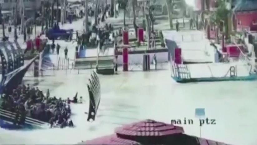 Graban el momento del naufragio de un ferry en Irak que costó la vida a casi 100 personas