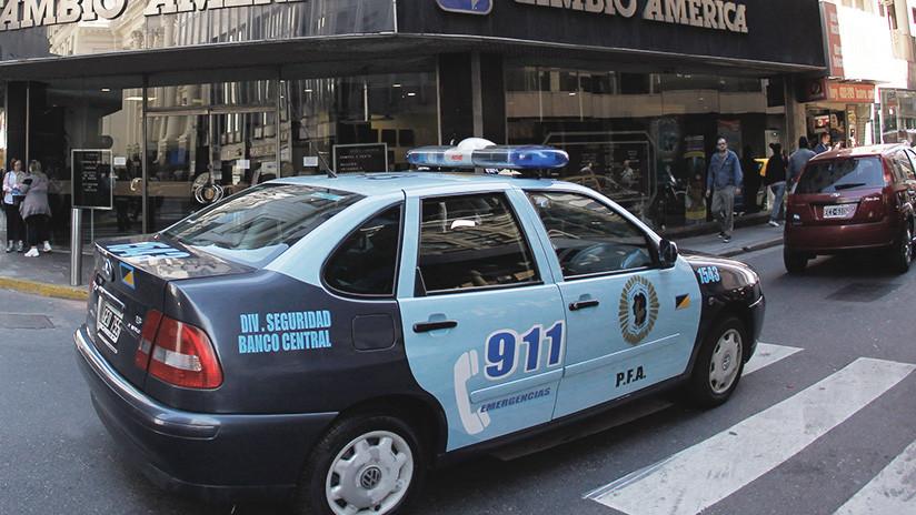 Liberan a la joven argentina implicada junto a su madre en el asesinato a puñaladas del padre