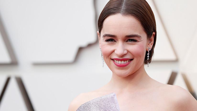 """""""Estaba convencida de que no iba a sobrevivir"""": Emilia Clarke revela que se sometió a tres cirugías cerebrales desde el estreno de 'Juego de Tronos'"""