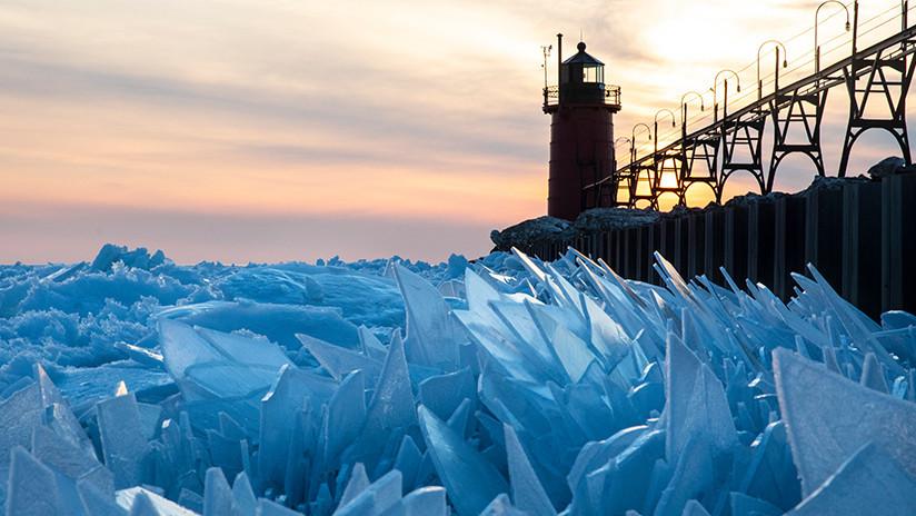 El Míchigan parece un lago cubierto de cristales rotos (+ Fotos)