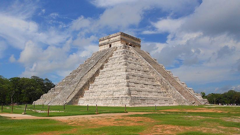 """""""Kukulcán está enojado"""": Un torbellino sorprende a los turistas junto a la emblemática pirámide (VIDEO)"""