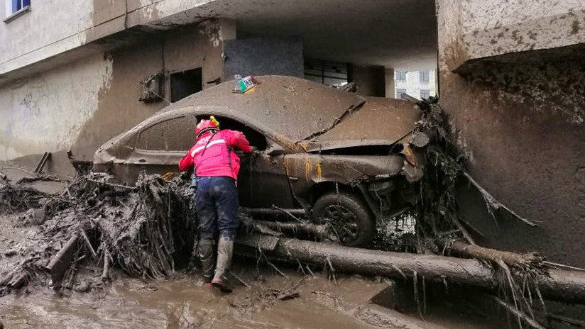 Un aluvión en Quito destruye viviendas y arrastra autos (VIDEOS, FOTOS)