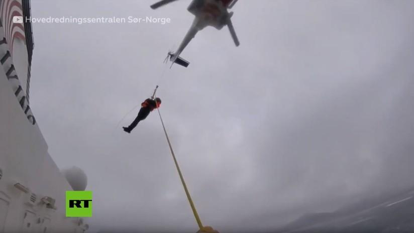 VIDEO: Cámara corporal graba la evacuación en helicóptero de los pasajeros del crucero varado en Noruega