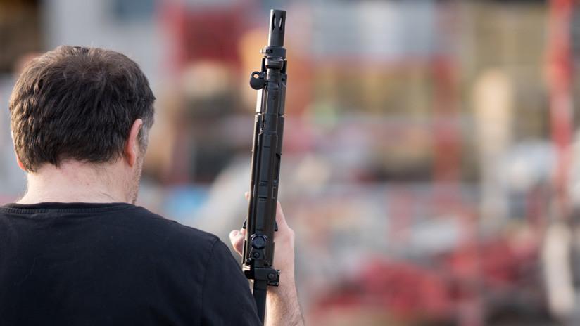 VIDEO: Un desconocido acribilla  con un rifle de asalto un complejo residencial en EE.UU. y vuelve al día siguiente para hacer lo mismo