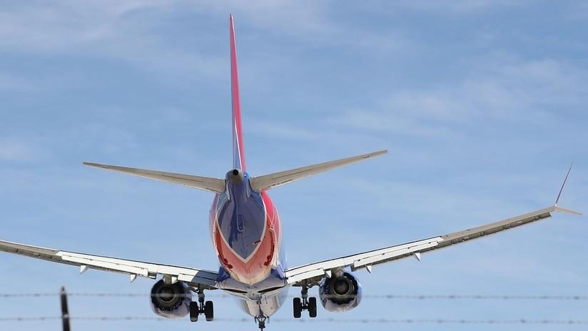 Un Boeing 737 MAX aterriza de emergencia en Florida por un problema del motor