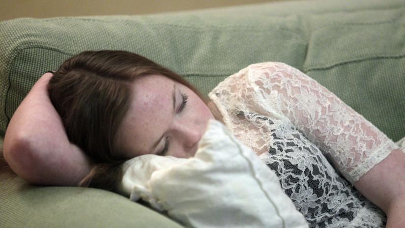 La 'bella durmiente' de la vida real que duerme 22 horas al día debido a una rara enfermedad