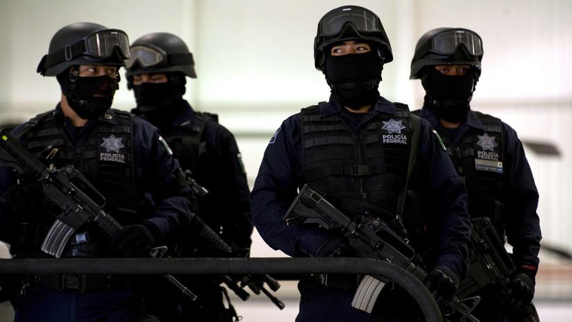 VIDEO: Dos sujetos armados irrumpen en pleno velatorio en la Ciudad de México para asaltar a los presentes