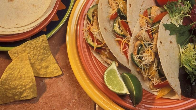 """""""¡Estamos en América!"""": Cliente de un restaurante de tacos en EE.UU. pierde los estribos por una frase del menú escrita """"en mexicano"""" (VIDEO)"""