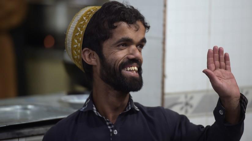 VIDEO: Encuentran al 'gemelo' de Tyrion Lannister de Juego de Tronos trabajando de camarero en Pakistán