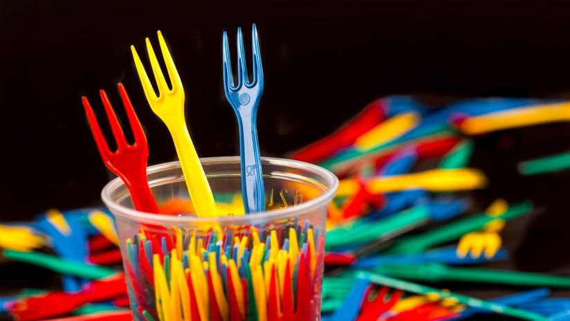 Adiós a los vasos, platos y bastoncillos: La Unión Europea prohíbe los plásticos de un solo uso a partir del 2021