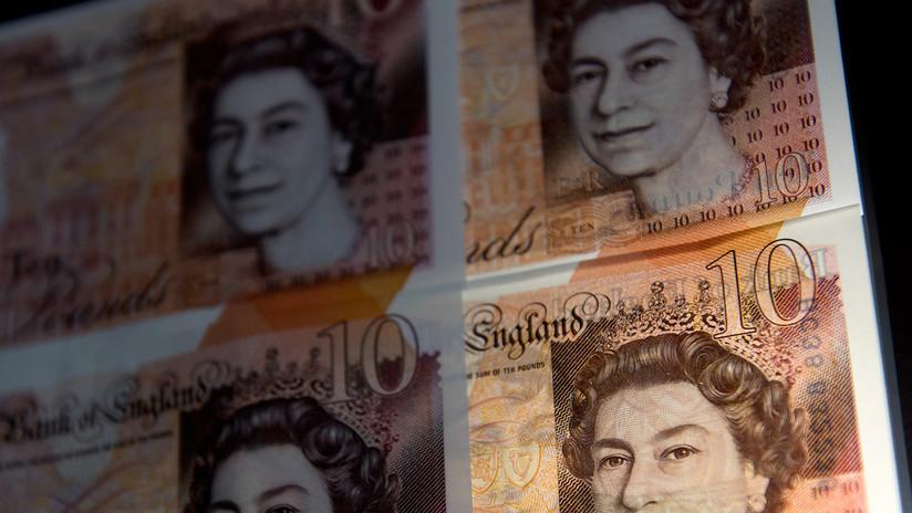 La libra esterlina cae un 0,43 % hasta los 1,29 dólares tras la votación por el Brexit