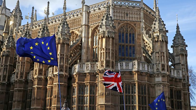 """La Comisión Europea asegura que un Brexit sin acuerdo es el """"escenario probable"""" del 12 de abril tras la votación en el Parlamento británico"""