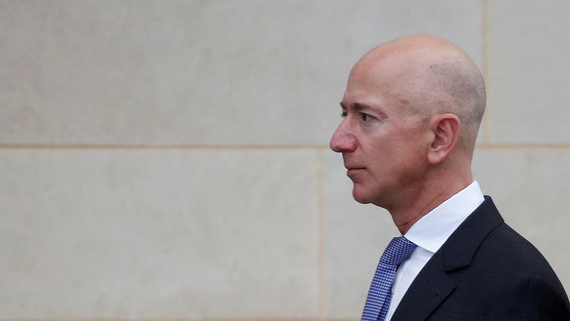 Culpan a príncipe saudí de hackear el móvil de Jeff Bezos