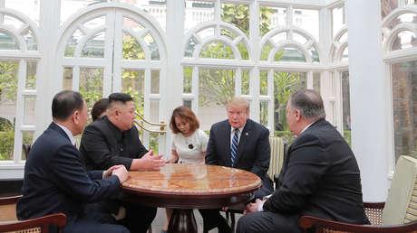 El presidente de EE.UU., Donald Trump y el líder de Corea del Norte, Kim Jong-un, durante su segunda cumbre, celebrada los pasados 27 y 28 de febrero en Hanói (Vietnam).