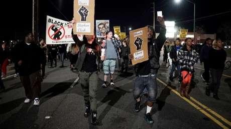 Manifestantes protestan contra la muerte de Stephon Clark a manos de la Policía, en Sacramento, California, EE.UU., el 23 de marzo de 2018.