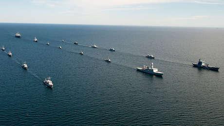 Buques de varios países bálticos y un buque de EE.UU. en el mar Báltico, 2014.