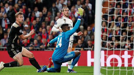 Gareth Bale (Real Madrid) estrella un balón en la portería de Andre Onana (Ajax), en el Santiago Bernabéu, el 5 de marzo de 2019.