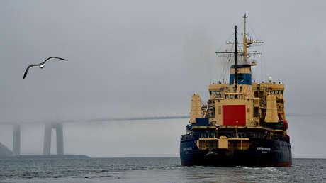 El rompehielos Admiral Makárov parte en un viaje para garantizar la navegación de verano en la ruta marítima del norte, el 8 de julio de 2016.