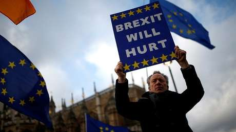 Un manifestante contra el Brexit cerca del  Parlamento británico en Londres, Reino Unido, el 12 de marzo de 2019