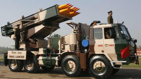 El lanzacohetes múltiple Pinaka participa en el Día de Ejército, en Nueva Delhi, India, el 15 de enero de 2007.