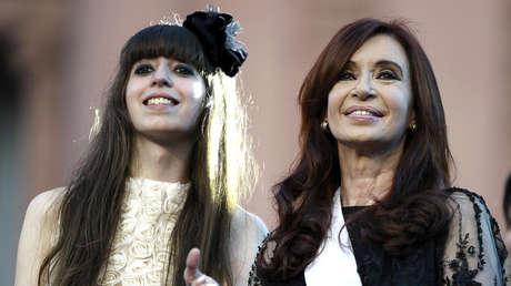 Cristina Fernández de Kirchner junto a su hija, Florencia, el 10 de diciembre de 2011