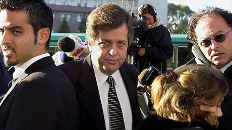 El fiscal Carlos Stornelli llegando a los tribunales de Buenos Aires, el 4 de mayo del 2001.