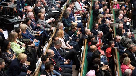 Los diputados reaccionan en el Parlamento tras la votación sobre el Brexit en Londres. 14 de marzo de 2019.