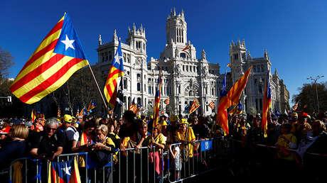 Manifestantes frente al Ayuntamiento de Madrid , España, el 16 de marzo de 2019.