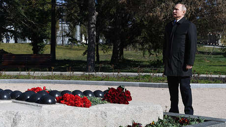 El presidente ruso Vladímir Putin durante una visita al complejo memorial Malájov Kurgán en Sebastopol, el 18 de marzo de 2019.