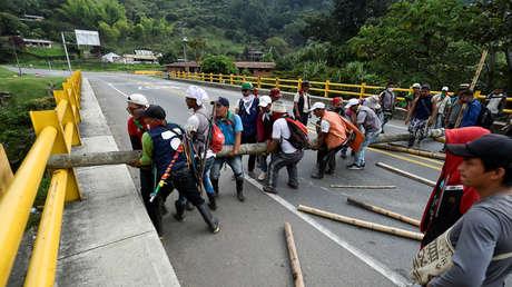 Indígenas bloquean la carretera Panamericana en el departamento de Cauca, Colombia, 17 de marzo de 2019