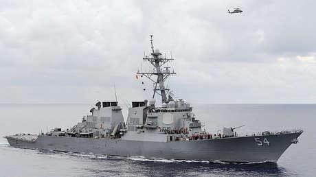 El destructor de misiles guiados USS Curtis Wilbur en el mar de Filipinas, 2013.