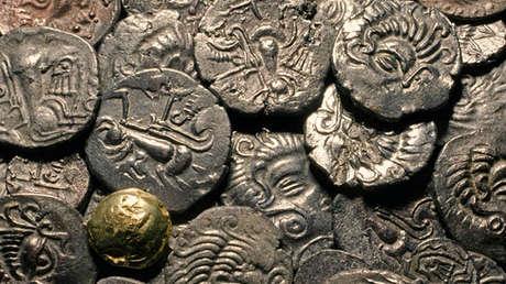Las monedas célticas y una bola de oro del tesoro de Grouville en una exposición en Jersey