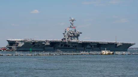 El portaaviones USS Harry S. Truman zarpa con su grupo de ataque hacia el Medio Oriente desde la base de Norfolk, Virginia, en 2018.