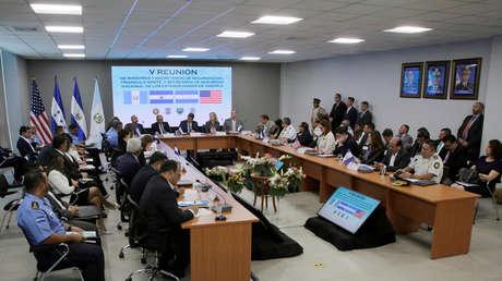 Kirstjen Nielsen, secretaria de Seguridad de EE.UU., durante una reunión con secretarios de Honduras, Guatemala y El Salvador, en Tegucigalpa, el 27 de marzo de 2019.