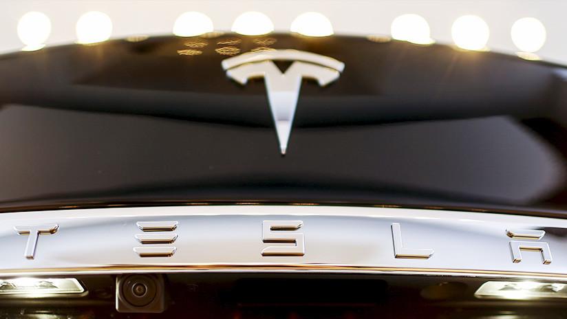 """Joyero que regaló un fastuoso anillo a Elon Musk queda atrapado en su """"maldito Tesla"""""""