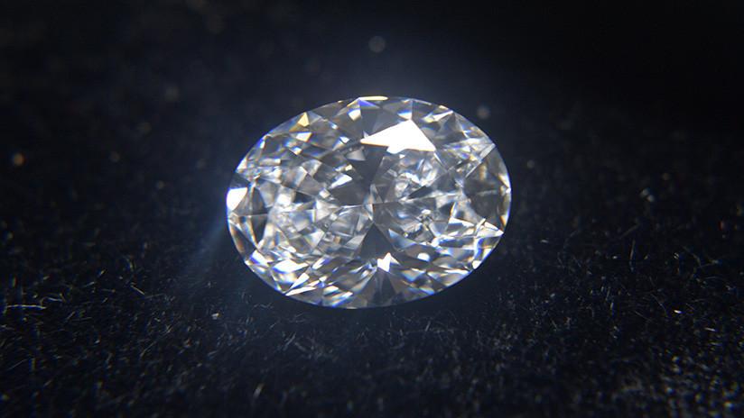 De cenizas a diamantes: Así es cómo convierten los restos de personas fallecidas en joyas