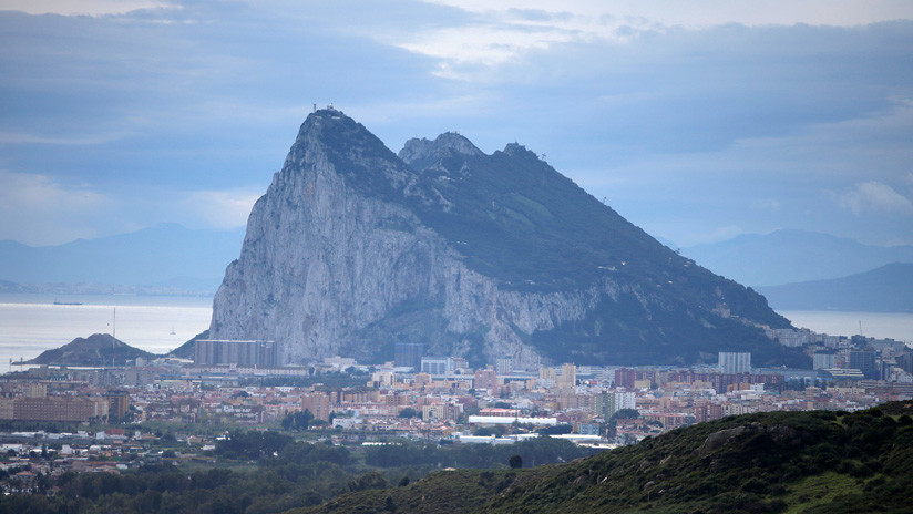 "Apartan al eurodiputado británico encargado de negociar la norma que se refiere a Gibraltar como ""colonia"""