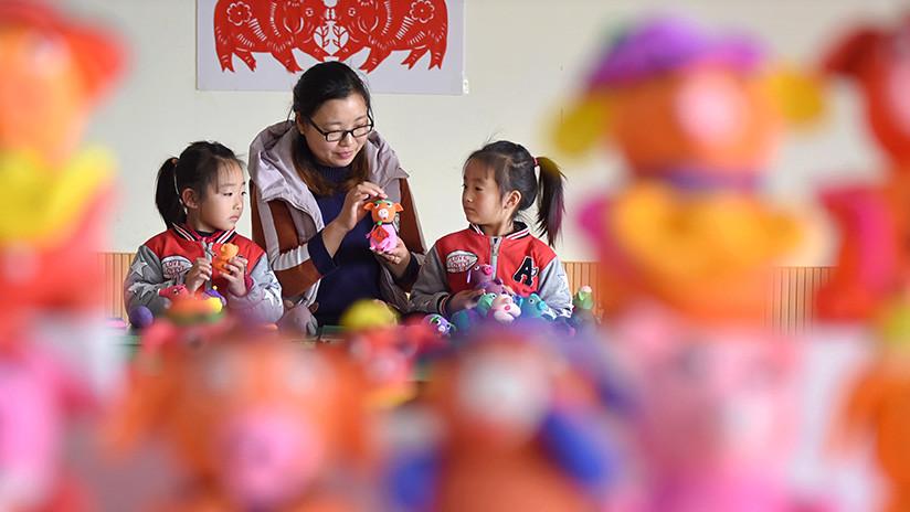 Una maestra de jardín de infantes envenena a más de 20 niños en China para vengarse de una compañera