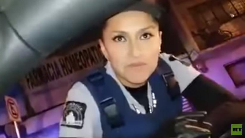 Reacción de sorpresa: Conductor mexicano piropea a una oficial y esta le lanza un beso (VIDEO)