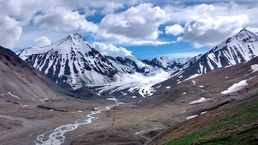 Toneladas de excremento humano están a punto de derretirse en una montaña de Alaska