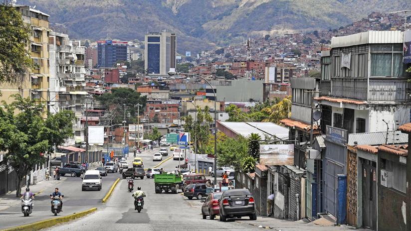 """EE.UU. planea """"inyectar dólares"""" para """"rescatar"""" la economía de Venezuela si cae Maduro"""
