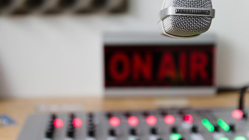 VIDEO: Transmiten en vivo el asalto a mano armada de su propio estudio de radio