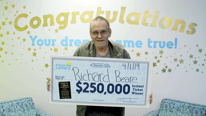 Enfermo avanzado de cáncer gana 250.000 dólares en la lotería