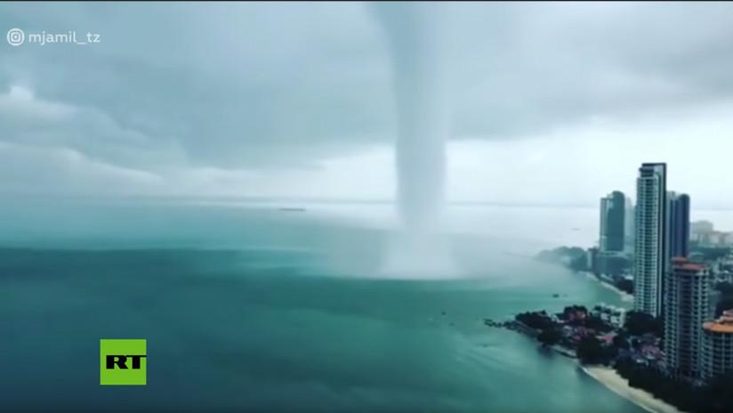 Video: Gigantesca tromba marina desata el caos en la isla malaya de Penang