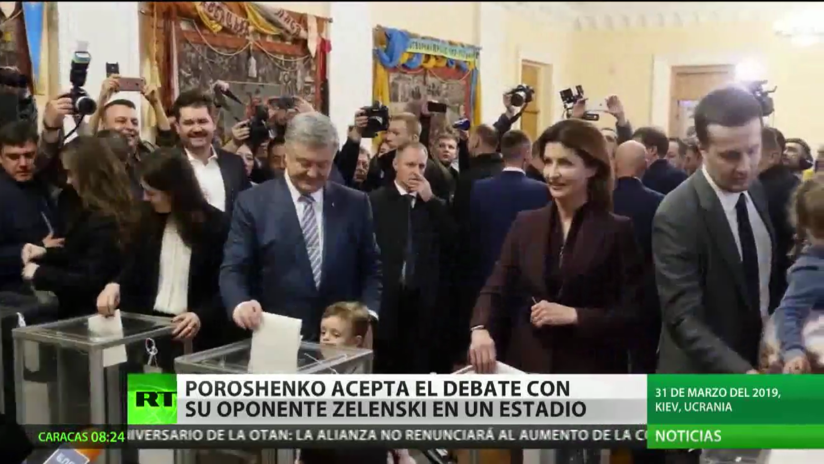 Poroshenko acepta debatir con Zelenski, su rival en las urnas, en un estadio de fútbol