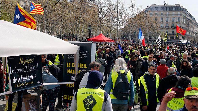 VIDEO: Los 'chalecos amarillos' vuelven a la carga en su 21.ª semana de protestas contra Macron