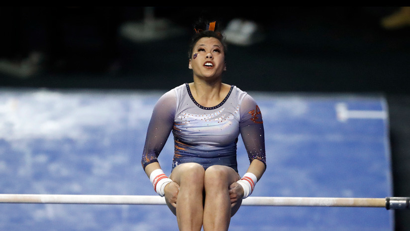 VIDEO: Una gimnasta se rompe las dos piernas en plena competición tras intentar una complicada maniobra