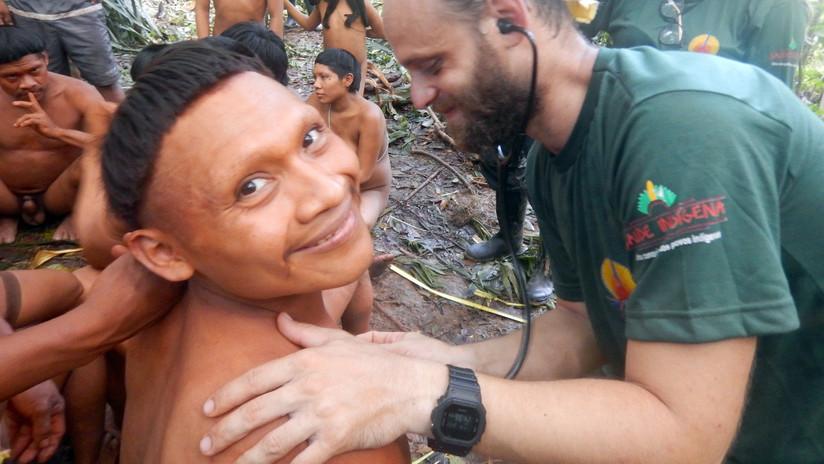 VIDEO, FOTOS: Una misión de alto riesgo contacta con indígenas aislados y reduce la tensión en la Amazonía brasileña