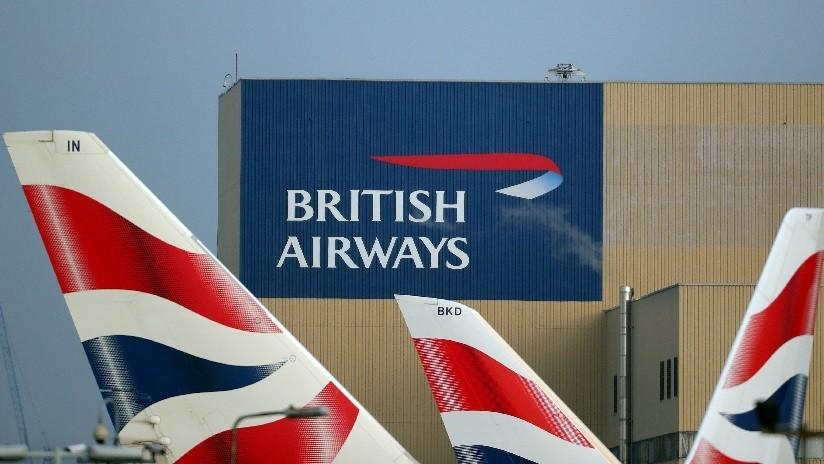 FOTO: Piloto de British Airways causa pánico entre los pasajeros al dejar caer las máscaras de oxígeno por error
